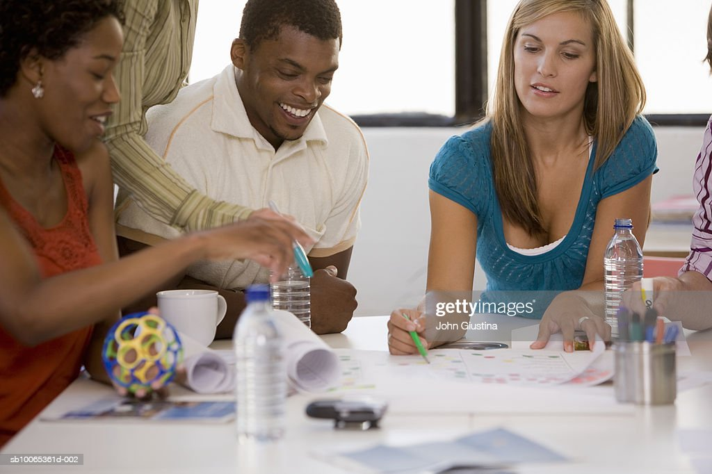 Co-workers discussing over papers : Foto stock