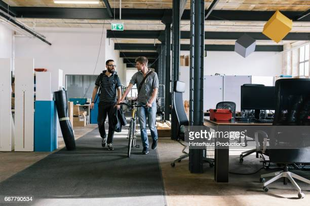 co-workers leaving the office - image stock-fotos und bilder