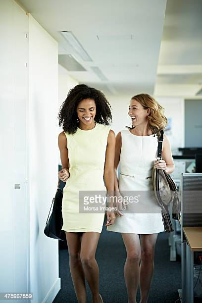 coworkers leaving their offices - sleeveless dress - fotografias e filmes do acervo