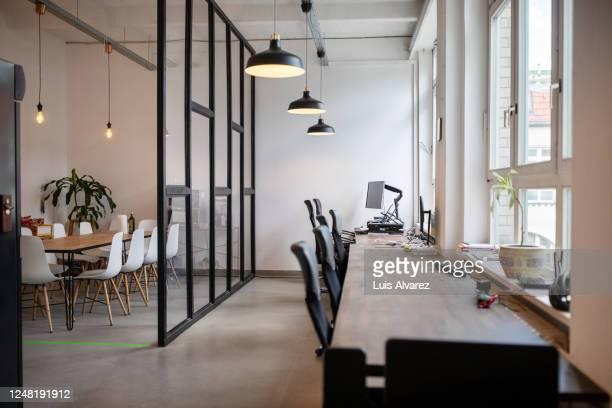 coworking workplace interior - büro stock-fotos und bilder