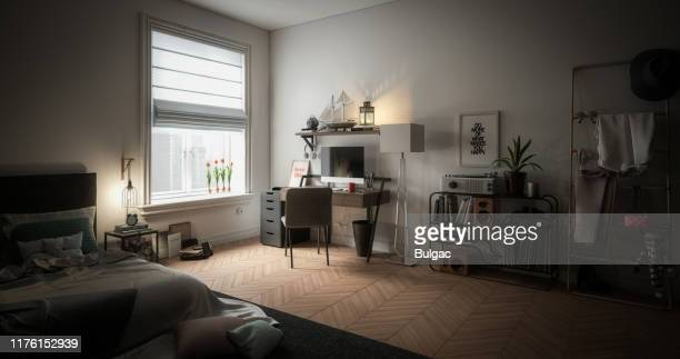 interior acolhedor e desarrumado da home - quarto de dormir - fotografias e filmes do acervo