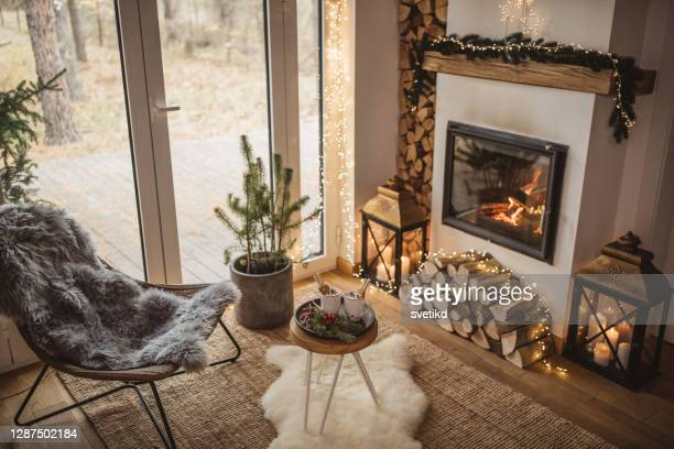 gezellige plek voor rust - living room stockfoto's en -beelden