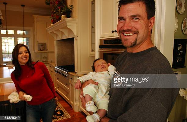 PARKER CO OCT 17 2004 <cq> Jason Elam at home Broncos place kicker Jason Elam settles into home with his family After years of renting his living...