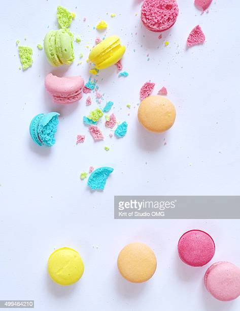 Crackced mini macaroons