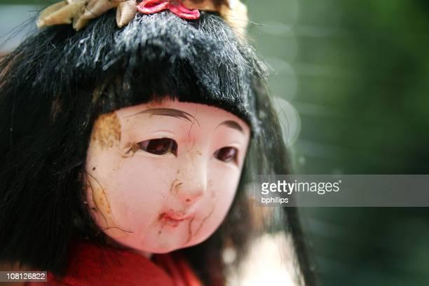 クラックトアンティークの磁器中国人形の頭 - 人形 ストックフォトと画像