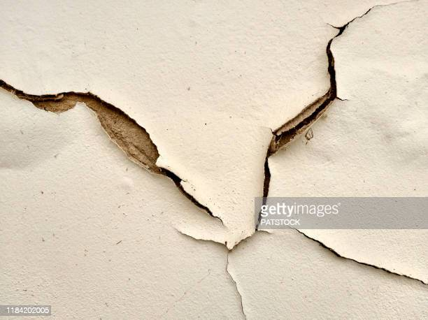 cracked wall, plaster peeling off the wall - chipping stock pictures, royalty-free photos & images