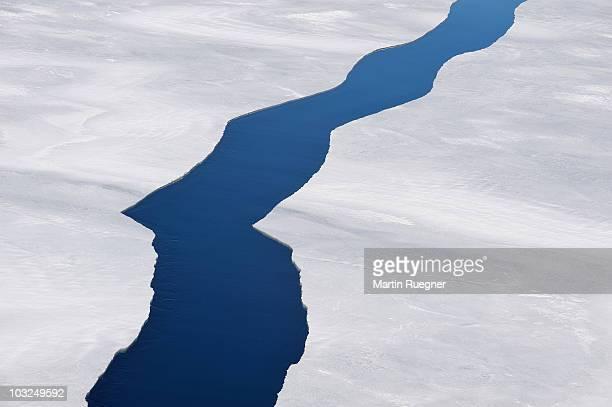cracks in pack ice. - weddell sea fotografías e imágenes de stock