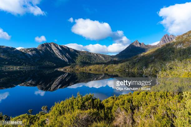 cradle mountain and lake dove - international landmark stock pictures, royalty-free photos & images