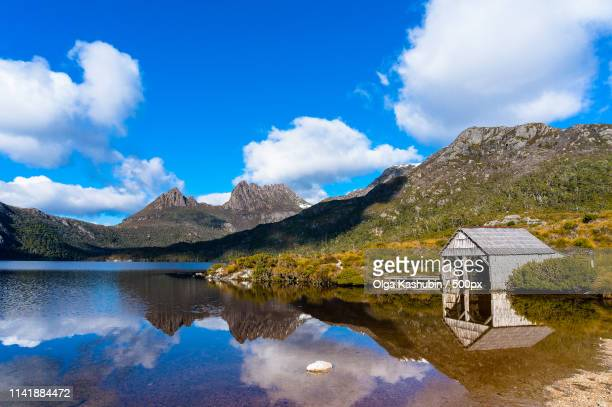 cradle mountain boat shed - international landmark stock pictures, royalty-free photos & images