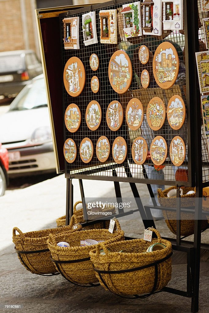 Craft products at a market stall, Toledo, Spain : Foto de stock