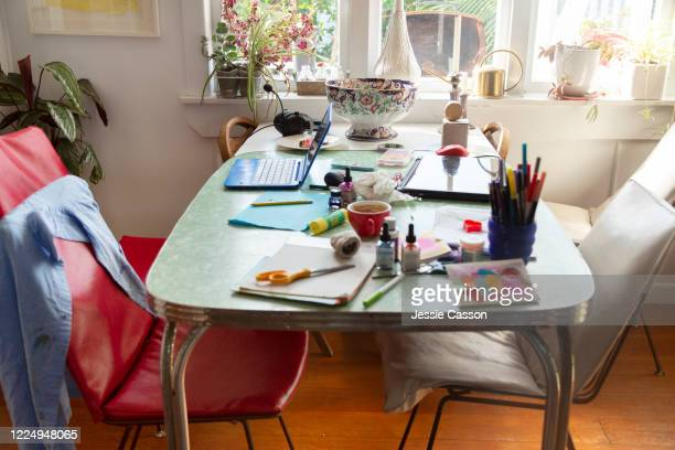 a craft project mess on the kitchen table - ホームスクーリング ストックフォトと画像
