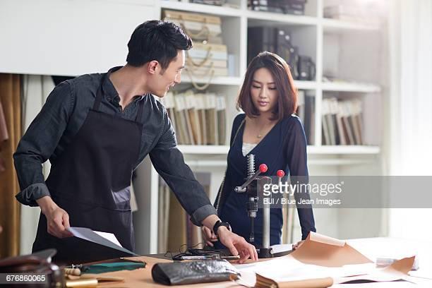 craftsman and customer talking in studio - オープンネック ストックフォトと画像
