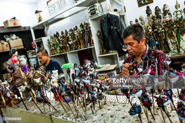 A craftsman paints a puppet in Cupumanik Gallery Cupumanik Puppets Gallery which was founded in 1970 has exported puppets of various sizes and shapes...