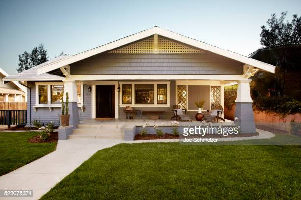 craftsman style house - outdoors stock-fotos und bilder