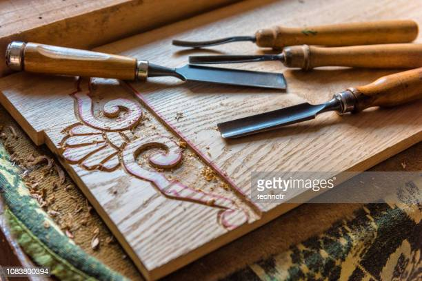 craftsman tools - chiesels in the workshop - engraving stock pictures, royalty-free photos & images