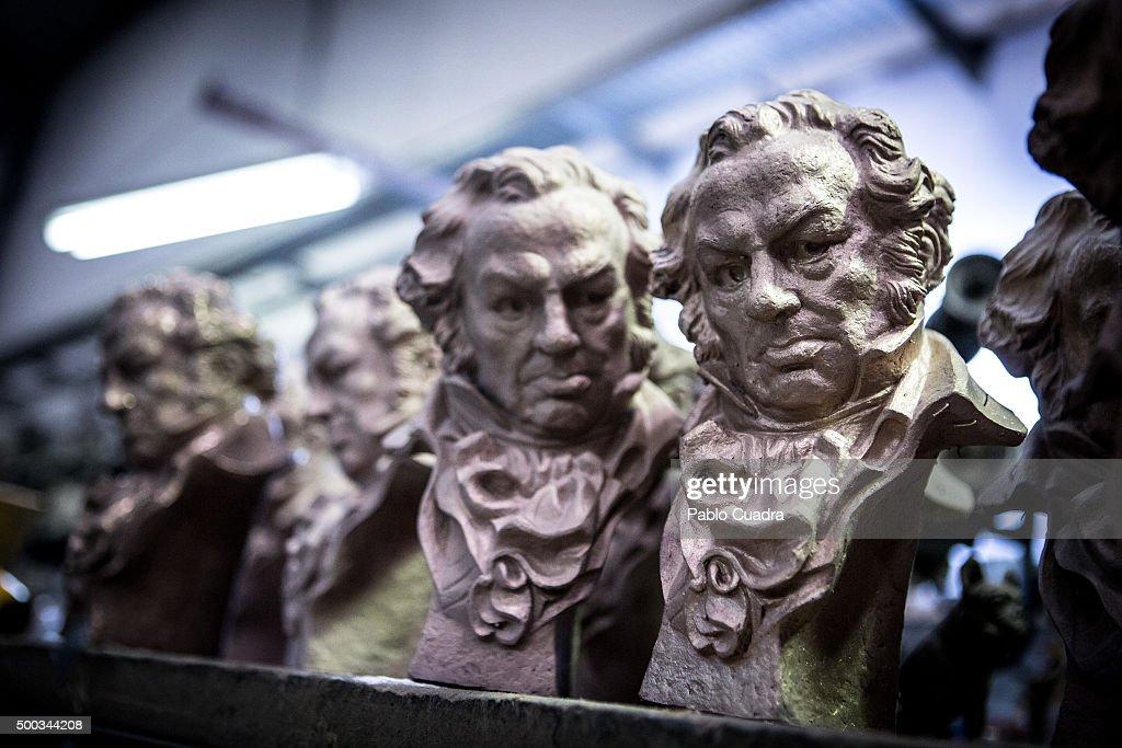 Goya Awards Trophies in Production by artist José Luis Fernández : Fotografía de noticias