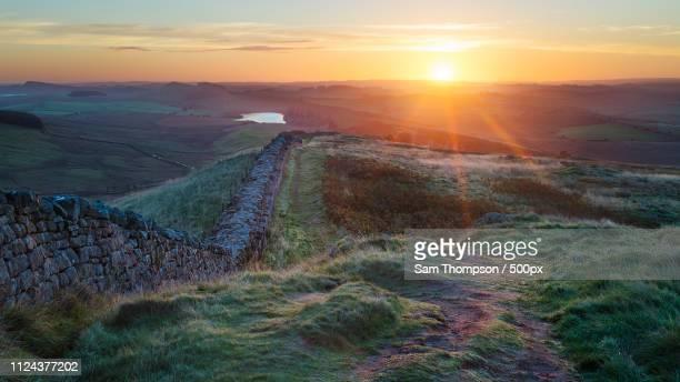crag lough from winshields cragg - noordoost engeland stockfoto's en -beelden