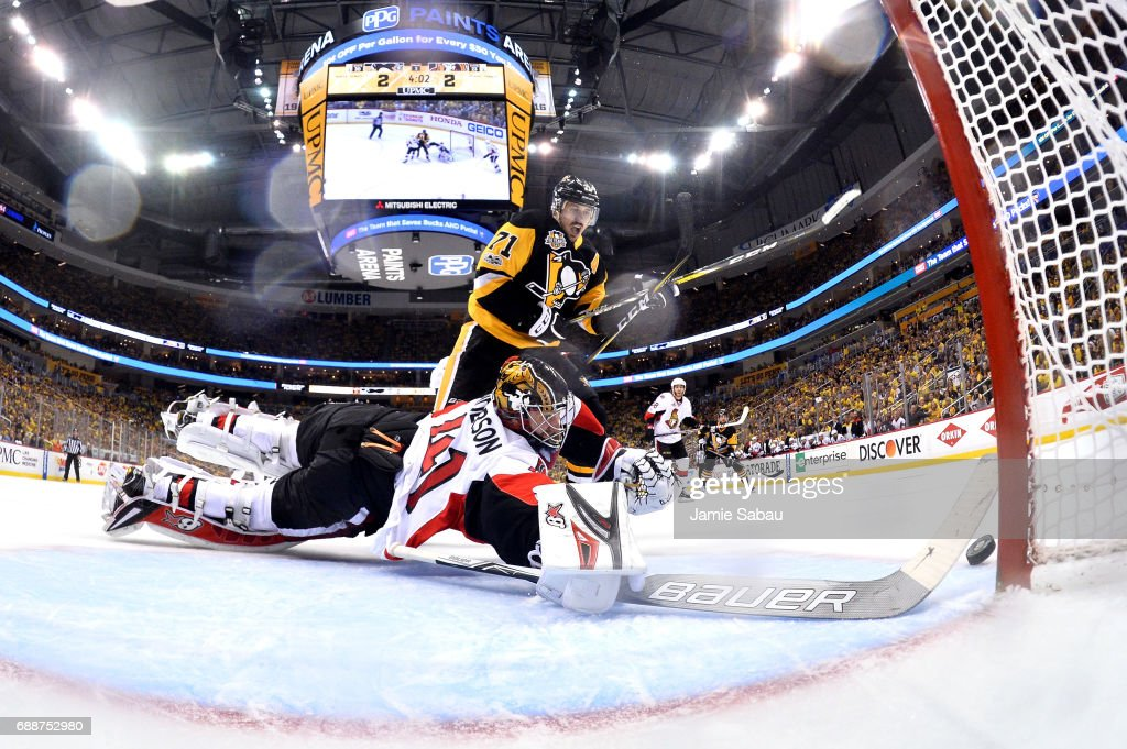 Craig Anderson #41 of the Ottawa Senators makes a diving save against Evgeni Malkin #71 of the Pittsburgh Penguins during the third period in Game Seven of the Eastern Conference Final during the 2017 NHL Stanley Cup Playoffs at PPG PAINTS Arena on May 25, 2017 in Pittsburgh, Pennsylvania.