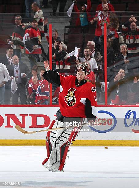 Craig Anderson of the Ottawa Senators salutes the crowd as he is named the first star of the game after a shutout win over the Montreal Canadiens in...