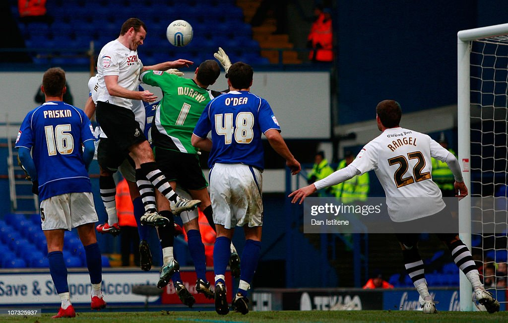 Craig Beattie of Swansea scores his team's first goal during the npower Championship match between Ipswich Town and Swansea City at Portman Road on December 4, 2010 in Ipswich, England.