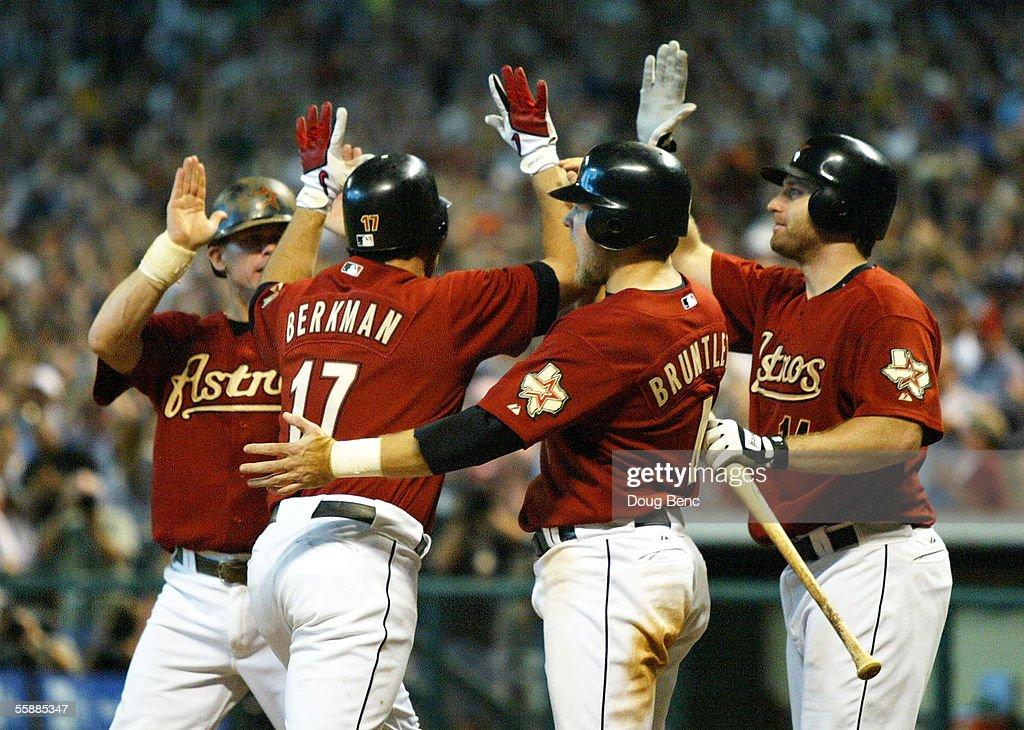 NLDS: Atlanta Braves v Houston Astros Game 4 : ニュース写真