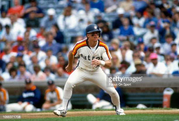 Craig Biggio of the Houston Astros runs the bases against the Chicago Cubs during an Major League Baseball game circa 1992 at Wrigley Field in...