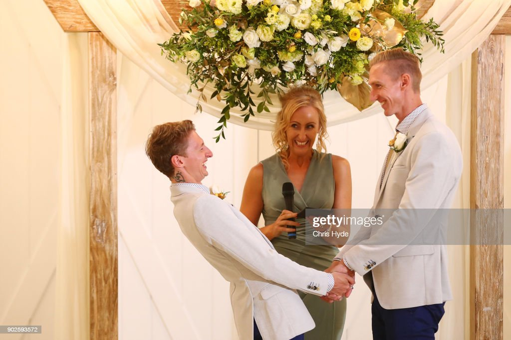 Couples Wed At Midnight Ceremonies As Australian Marriage Act Takes Effect : News Photo