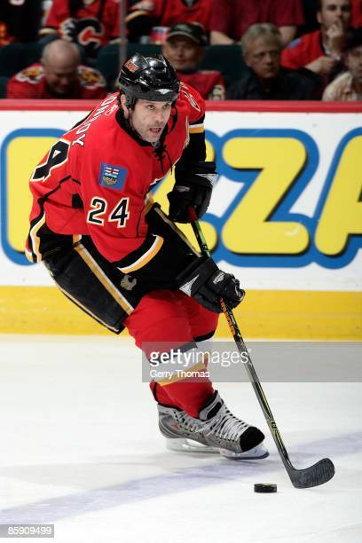 Craig Conroy of the Calgary Flames skates against the Los Angeles Kings on April 6, 2009 at Pengrowth Saddledome in Calgary, Alberta, Canada. The...