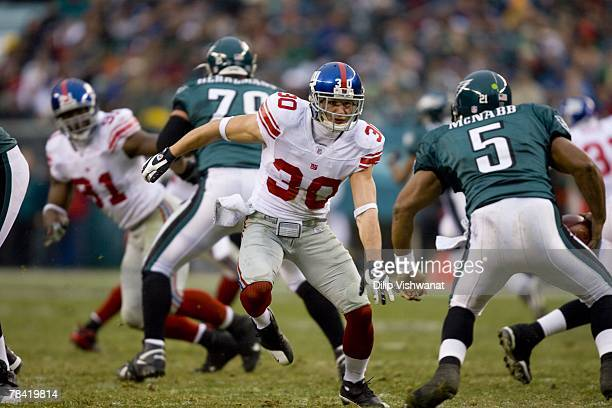 Craig Dahl of the New York Giants defends against the Philadelphia Eagles on December 9, 2007 at Lincoln Financial Field in Philadelphia,...