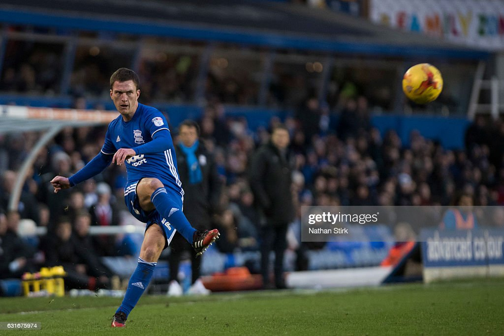 Craig Gardner of Birmingham City in action during the Sky Bet Championship match between Birmingham City and Nottingham Forest at St Andrews Stadium on January 14, 2017 in Birmingham, England (Photo by Nathan Stirk/Getty Images).