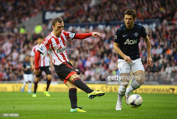 Craig Gardner of Sunderland scores the opening goal during the Barclays Premier League match between Sunderland and Manchester United at the Stadium...