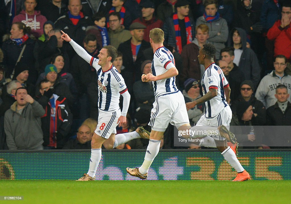Craig Gardner (1st L) of West Bromwich Albion celebrates scoring his team's first goal during the Barclays Premier League match between West Bromwich Albion and Crystal Palace at The Hawthorns on February 27, 2016 in West Bromwich, England.