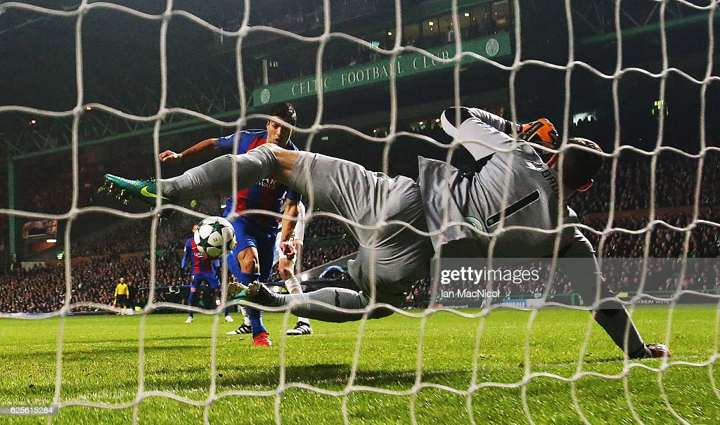 Craig Gordon of Celtic saves from Luis Suarez of Barcelona during the UEFA Champions League match between Celtic FC and FC Barcelona at Celtic Park Stadium on November 23, 2016 in Glasgow, Scotland.