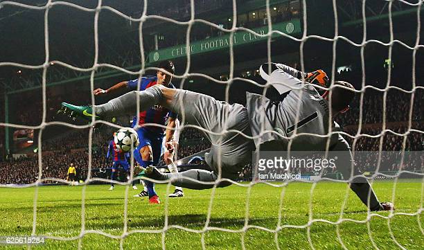 Craig Gordon of Celtic saves from Luis Suarez of Barcelona during the UEFA Champions League match between Celtic FC and FC Barcelona at Celtic Park...