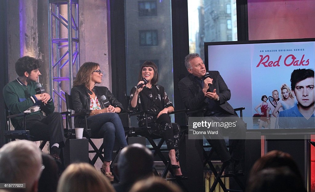 "The Build Series Presents Paul Reiser, Alexandra Socha and Craig Roberts Discussing ""Red Oaks"" : News Photo"