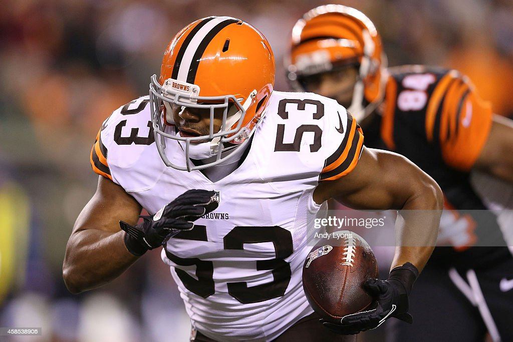Craig Robertson #53 of the Cleveland Browns runs with the ball after intercepting a pass during the first quarter of the game against the Cincinnati Bengals at Paul Brown Stadium on November 6, 2014 in Cincinnati, Ohio.