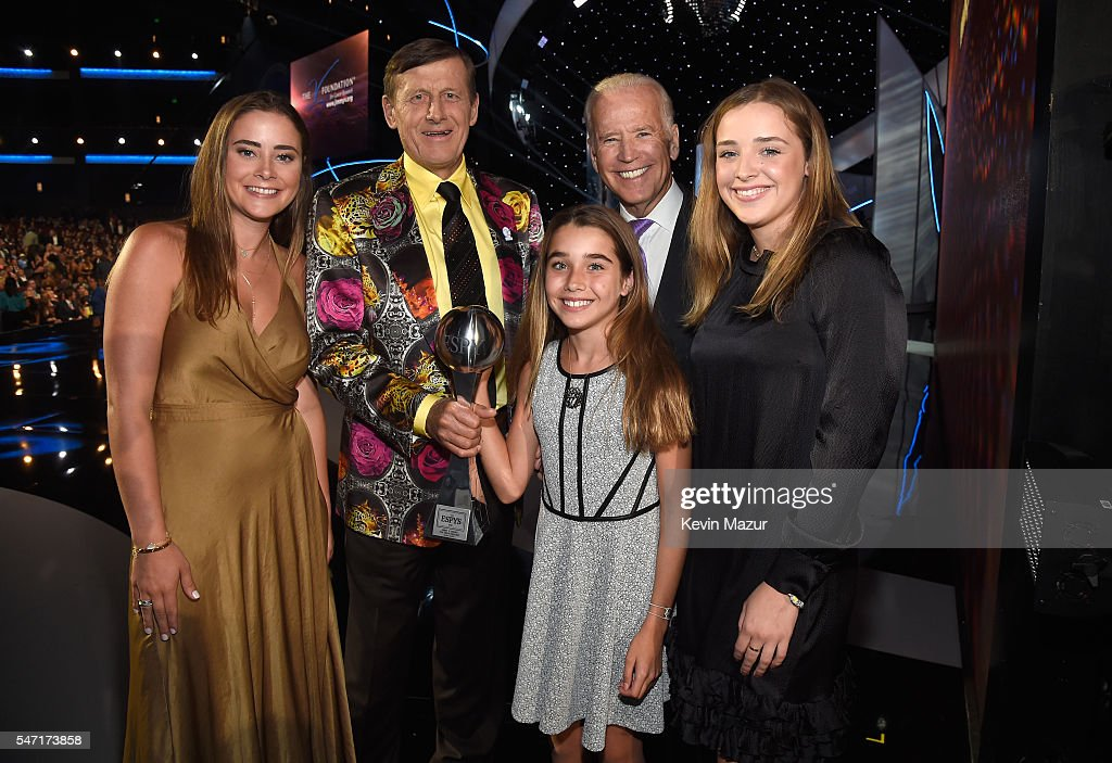 Craig Sager, winner of the Jimmy V Perseverance Award and (2nd from R) Vice President of the United States Joe Biden at the 2016 ESPYS at Microsoft Theater on July 13, 2016 in Los Angeles, California.