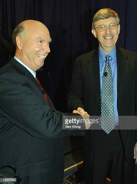 J Craig Venter left President and Chief Scientific Officer of Celera Genomics Inc shakes hands with Francis Collins Director of the National Human...