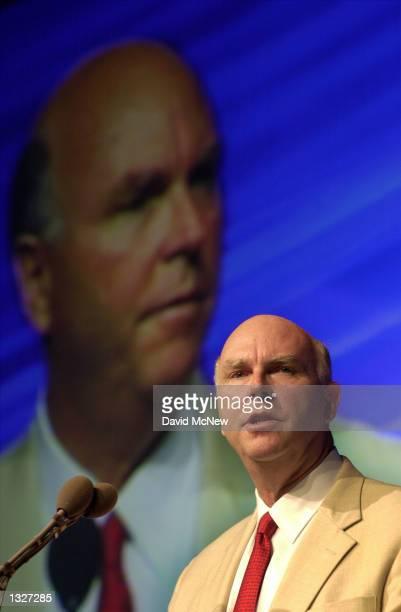 J Craig Venter president of Celera Genomics senior vice president of Applera and trustee of the nonprofit Institute of Genomic Research speaks at the...