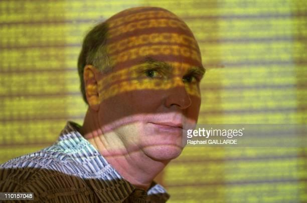 Craigh Venter decipher the human genome in Rockville United States in June 2000 American researcher JCraig Venter president of Celera Genomics is...