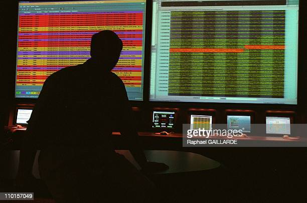 Craigh Venter decipher the human genome in Rockville, United States in June, 2000 - Dr Venter in the control room of Celera which supervises the 300...