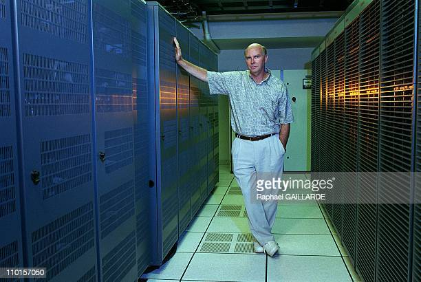 Craigh Venter decipher the human genome in Rockville United States in June 2000 Dr Venter in the airconditioned room of super computers some 100...