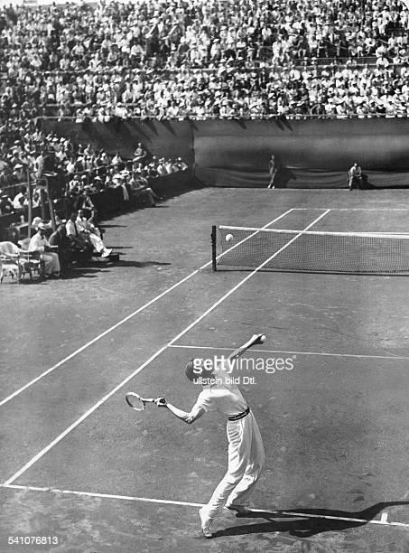Cramm Gottfried von *Unternehmer Sportler Tennis 'Tennisbaron' D beim DavisCupSpiel in Agram Juli 1936