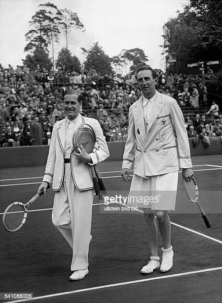 Cramm Gottfried von *Unternehmer Sportler Tennis 'Tennisbaron' D nach seinem Sieg gegen den Iren Rogers im DavisCup auf dem RotWeissPlatz an der...