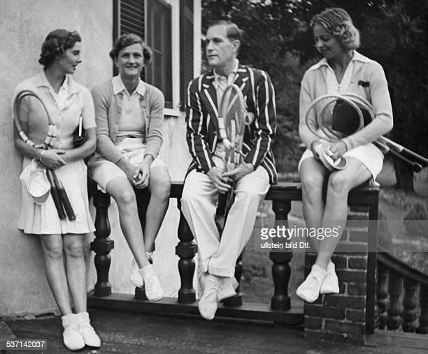 Cramm Gottfried von Unternehmer Sportler Tennis 'Tennisbaron' D mit Katherine Stammers Helen Jacobs und Alice Marble im CricketClub Longwood bei...