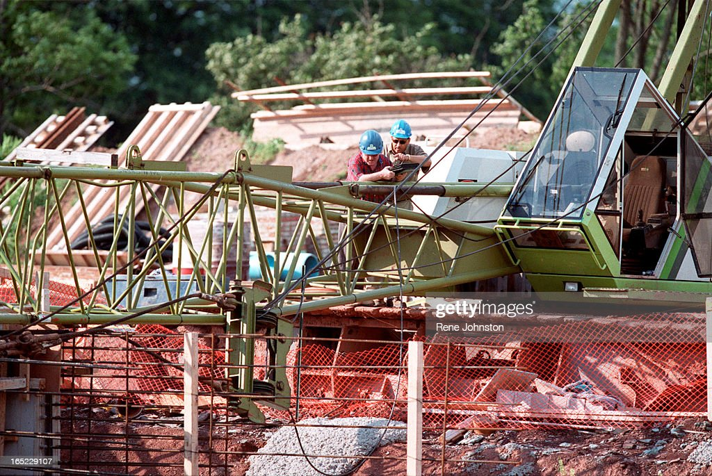 crane accident in Oakville, Ont  on Monday June 19, 2000