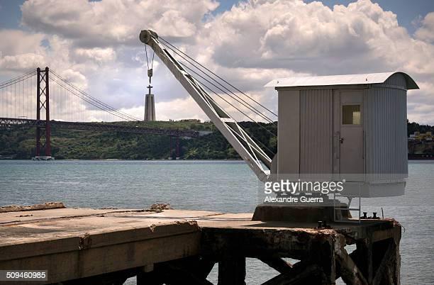 crane appears to be lifting statue - statua di cristo re foto e immagini stock