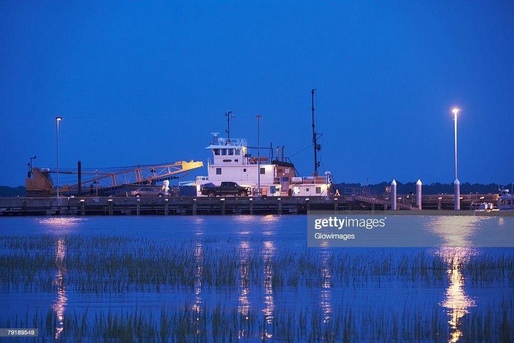 Crane at a commercial dock, Charleston, South Carolina, USA : Foto de stock