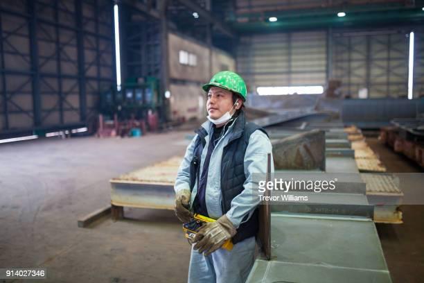 a crane operator at a shipbuilding factory - オーバーオール ストックフォトと画像