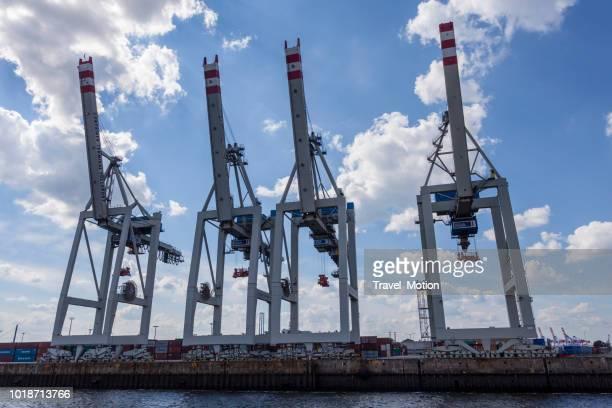 Kranen in de haven van Hamburg, Duitsland